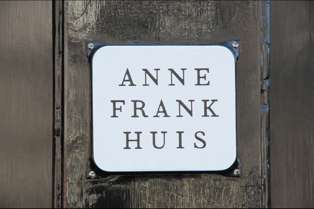 anne frank huis is a war poem Anne frank huis, the bathroom this could only be used outside office hours people working below had to be kept from knowing what was happening above.