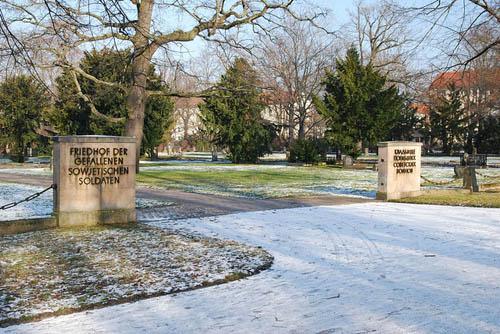 Sovjet Oorlogsbegraafplaats Magdeburg