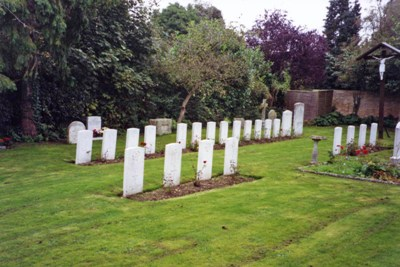 Commonwealth War Graves St. Margaret and All Saints Churchyard