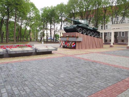 Mass Grave Soviet Soldiers & T-34/85 Tank Sovetsk