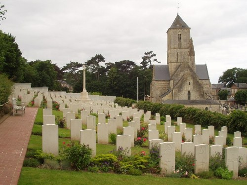 Commonwealth War Graves Étretat Churchyard Extension