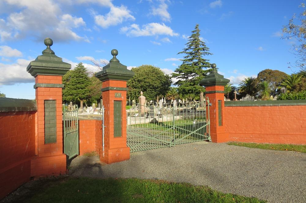 Commonwealth War Grave Carterton Cemetery
