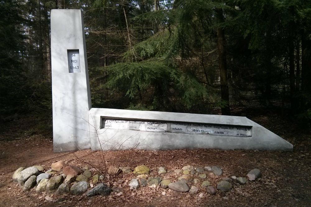 Monument Halifax JB892
