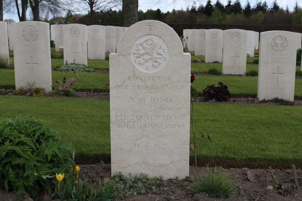 Nederlands Oorlogsgraf Canadese Oorlogsbegraafplaats Groesbeek