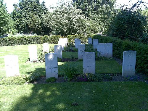 Commonwealth War Graves South Ealing Cemetery