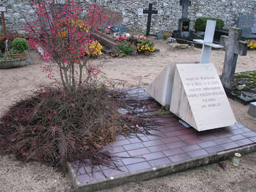 Polish War Veteran Graves Lailly-en-Val Cemetery