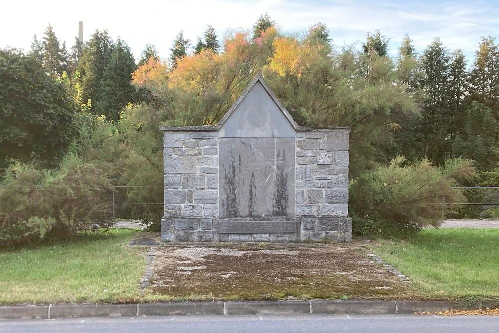 Voormalige Begraafplaats Duitse Militairen WW1 Givet