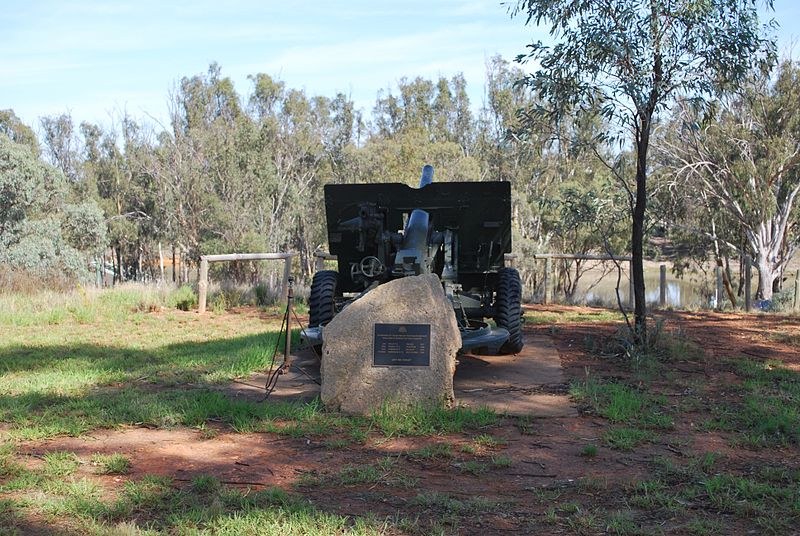 25 Pounder Gun and War Memorial Kyalite