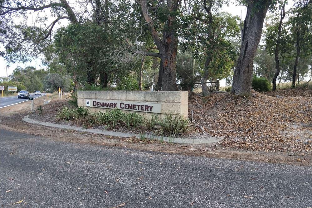 Commonwealth War Grave Denmark Public Cemetery