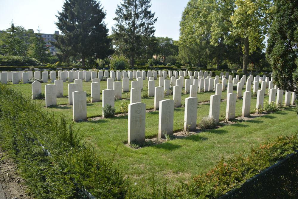 Oorlogsbegraafplaats van het Gemenebest Eindhoven-Woensel
