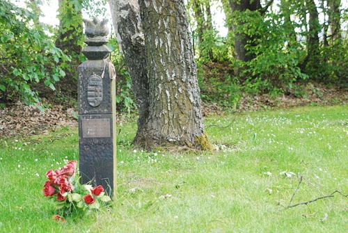 Monument Luitenant-generaal József Heszlényi
