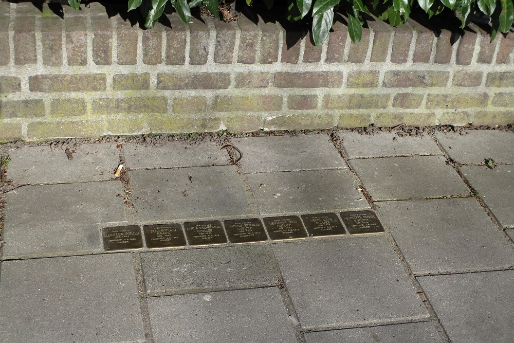 Remembrance Stones Van der Does de Willeboissingel 26