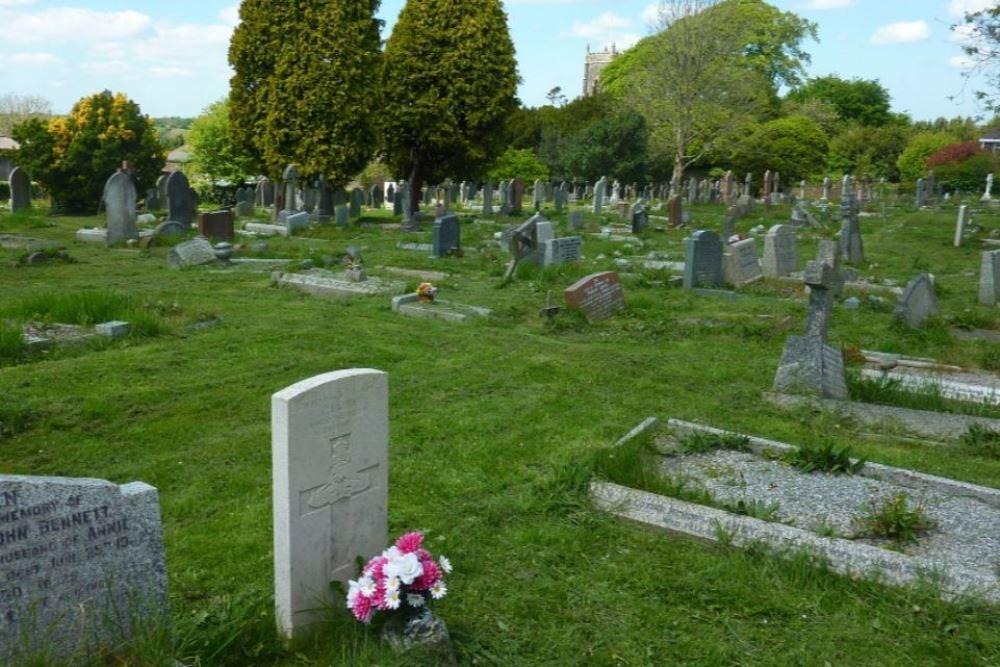 Commonwealth War Graves St. Stephen's-by-Saltash Churchyard
