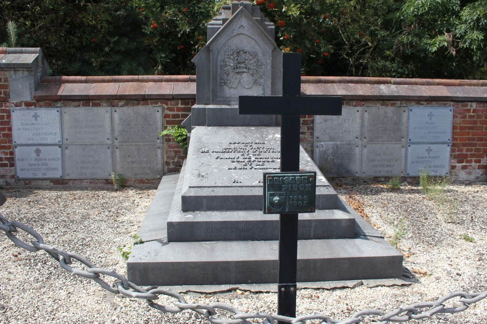 Family tomb de Radzitzky d'Ostrowick