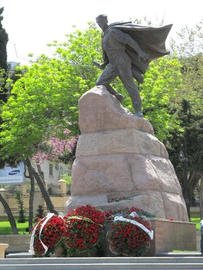 Standbeeld Mehdi Huseynzade