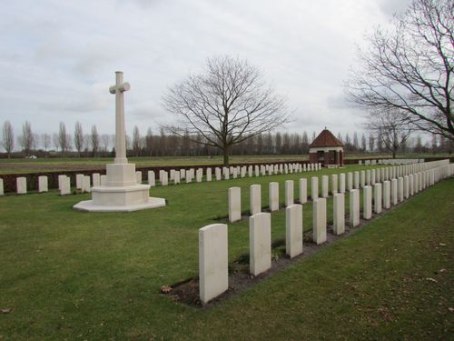 Commonwealth War Cemetery Esquelmes