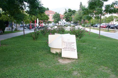 Monument Alija Rizakalo