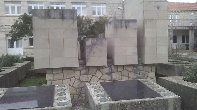 Monument Omgekomen Partizanen Žrnovo