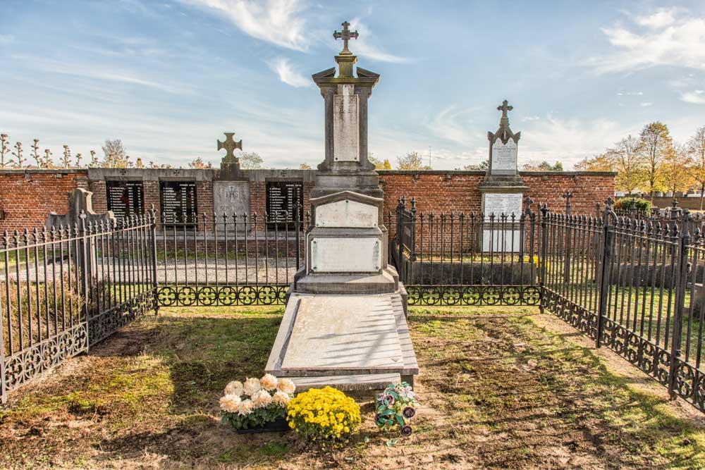 Cemetery Kwakkelstraat Turnhout Grave Honorary Lieutenant Colonel Mesmaekers