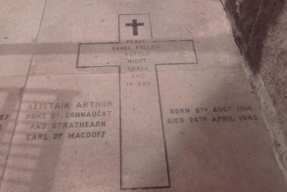 Commonwealth War Grave St Ninian's Chapelyard
