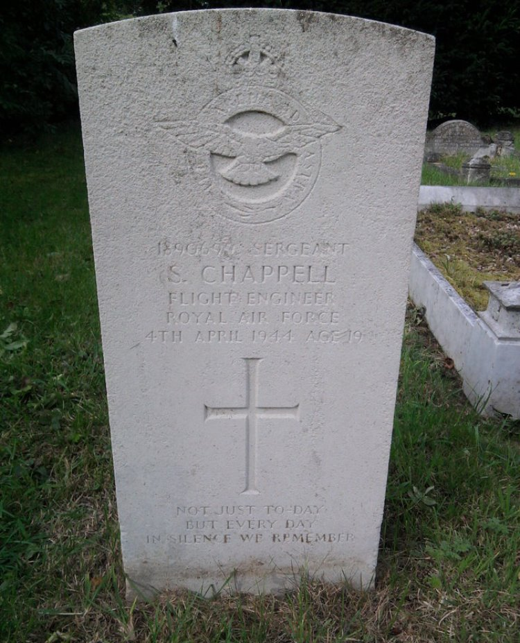 Commonwealth War Grave St. Nicholas Churchyard