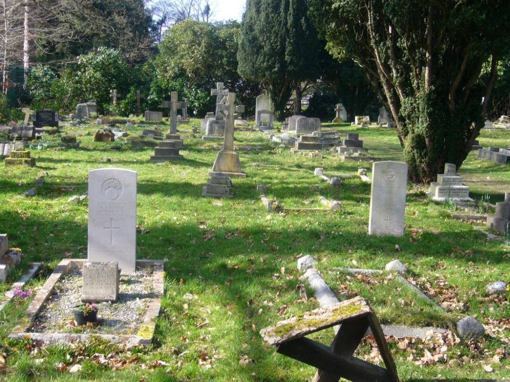 Commonwealth War Graves All Saints Churchyard Extension