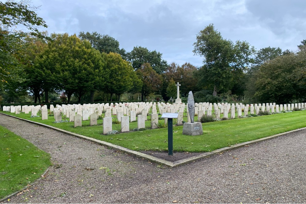 Commonwealth War Graves General Cemetery Bergen