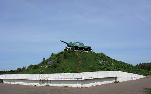 Mass Grave Soviet Soldiers (SU-152 Self-propelled Heavy Howitzer) Sklrmanyo