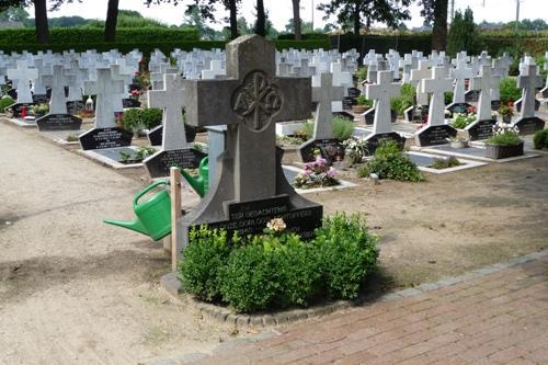Nederlandse Oorlogsgraven Kerkhof Helvoirt