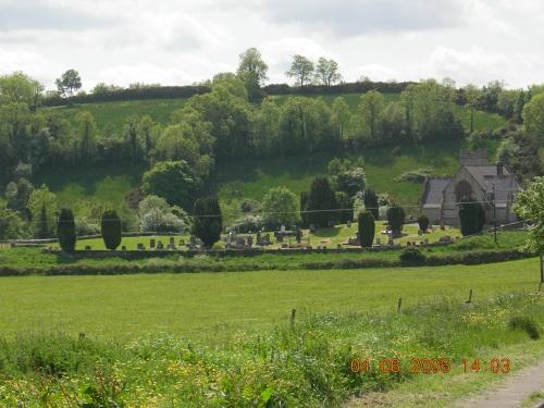 Oorlogsgraf van het Gemenebest St. Molaise Church of Ireland Churchyard