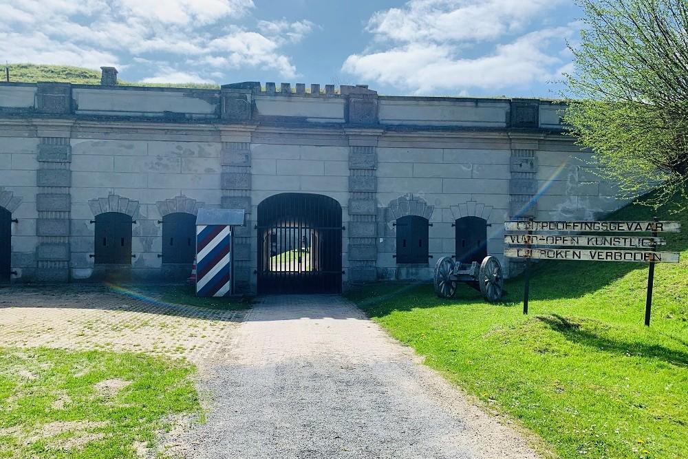 Speciaal kunstwerk ter nagedachtenis aan gesneuvelde trooper op Fort Sabina