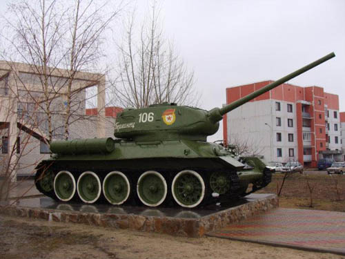T-34/85 Tank Military Village