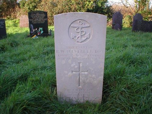 Commonwealth War Graves St. Dona Churchyard