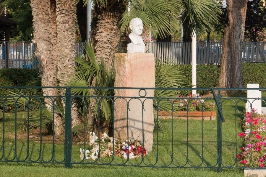 Bust of De Gaulle