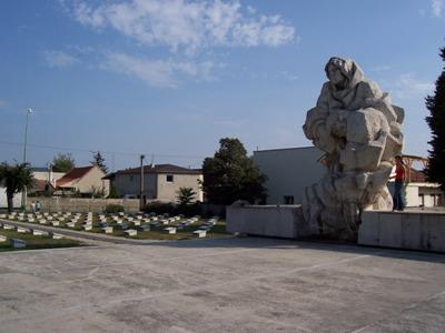Sovjet Oorlogsbegraafplaats Štúrovo-Párkány