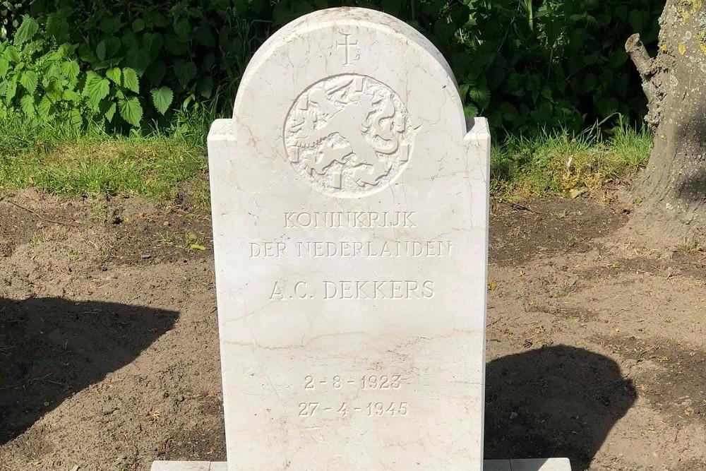 Nederlandse Oorlogsgraven R.K. Begraafplaats St. Clemens Nuenen