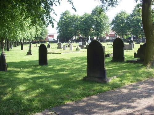 Oorlogsgraven van het Gemenebest St. John the Baptist Churchyard