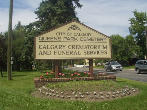 Commonwealth War Graves Queen's Park Cemetery