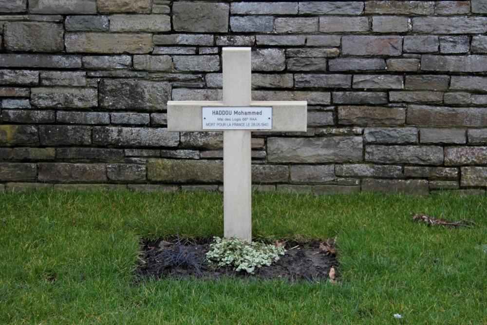 Frans Oorlogsgraf Oosttaverne Wood Cemetery