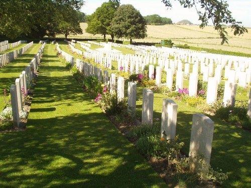 Commonwealth War Cemetery Lapugnoy