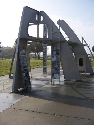 Monument Rosie the Riveter