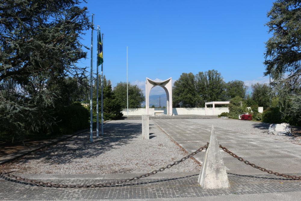 Braziliaans Monument & Tombe van de Onbekende Soldaat