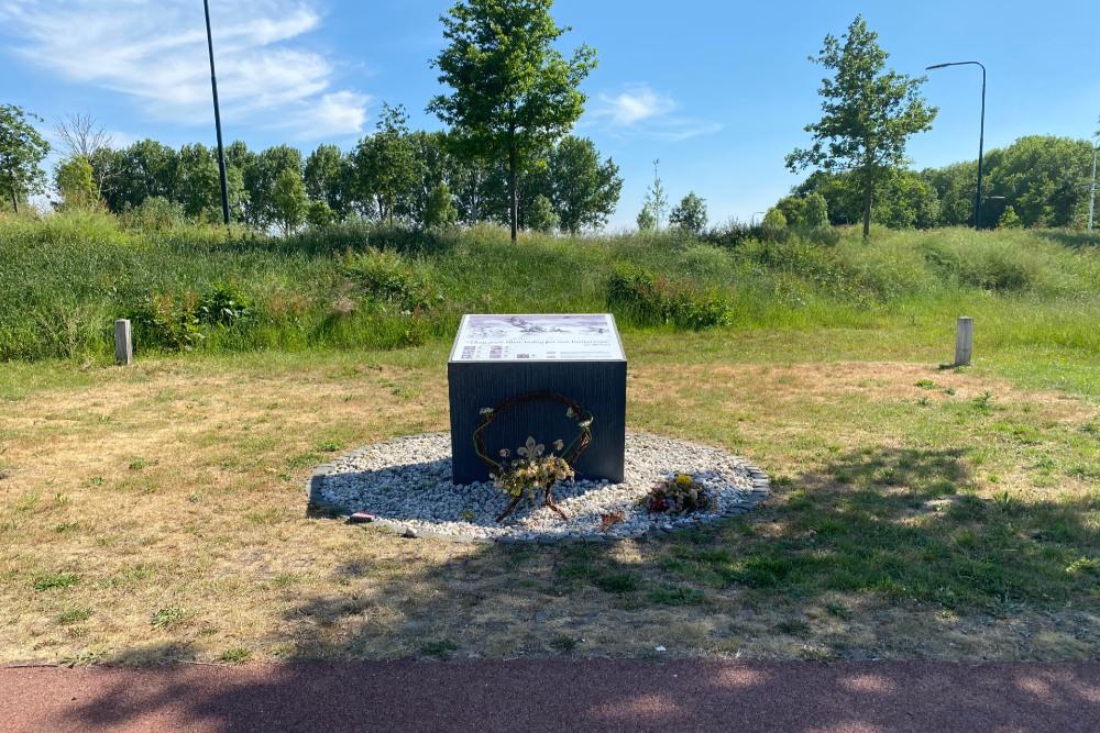 Monument RAF Lancaster LM 325