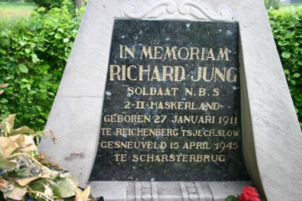 Gedenkzuil Richard Jung Algemene Begraafplaats Sintjohannesga