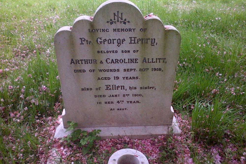 Commonwealth War Grave All Hallows Churchyard