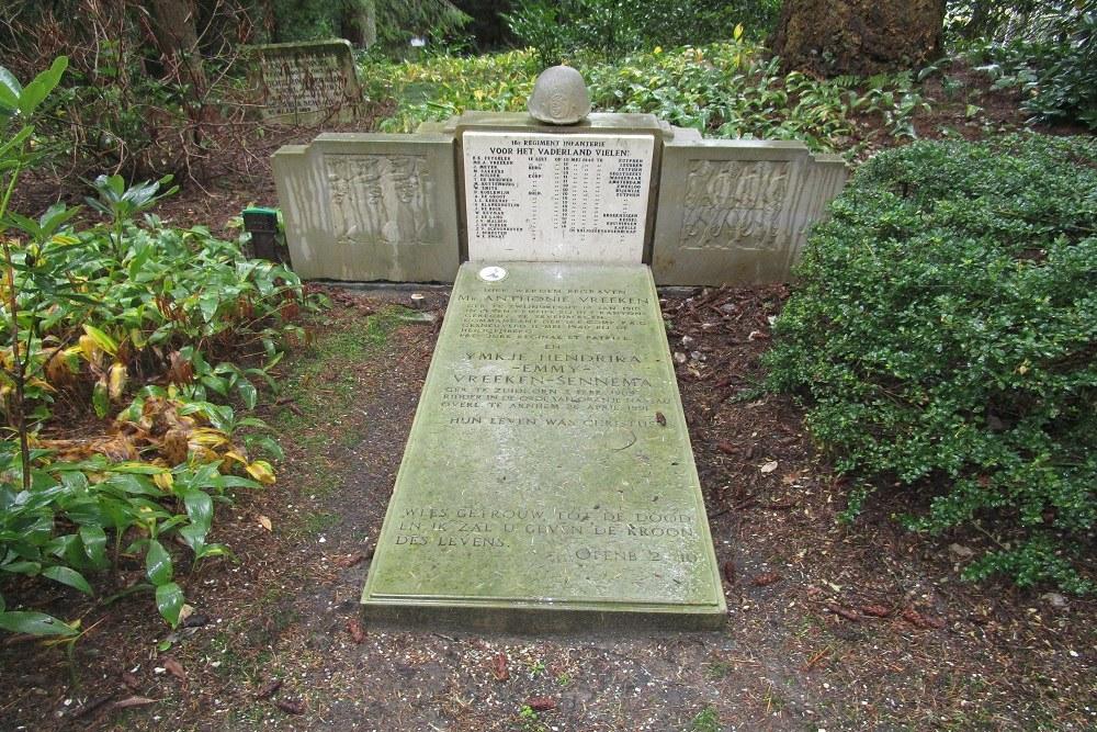 Monument en Graf Luitenant A. Vreeken Begraafplaats Rusthof Leusden