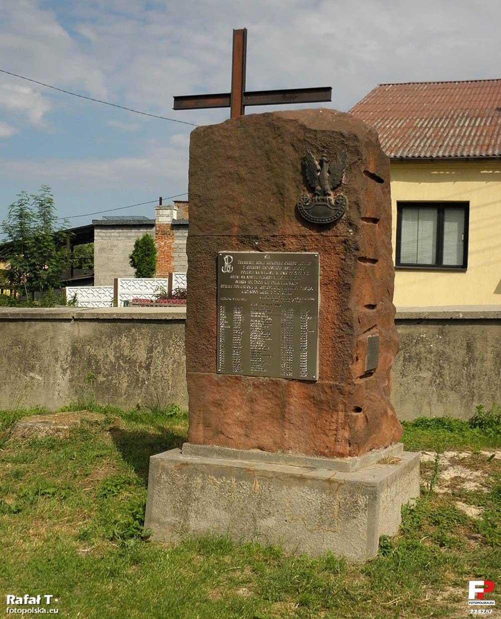 Monument Armia Krajowa Bodzentyn