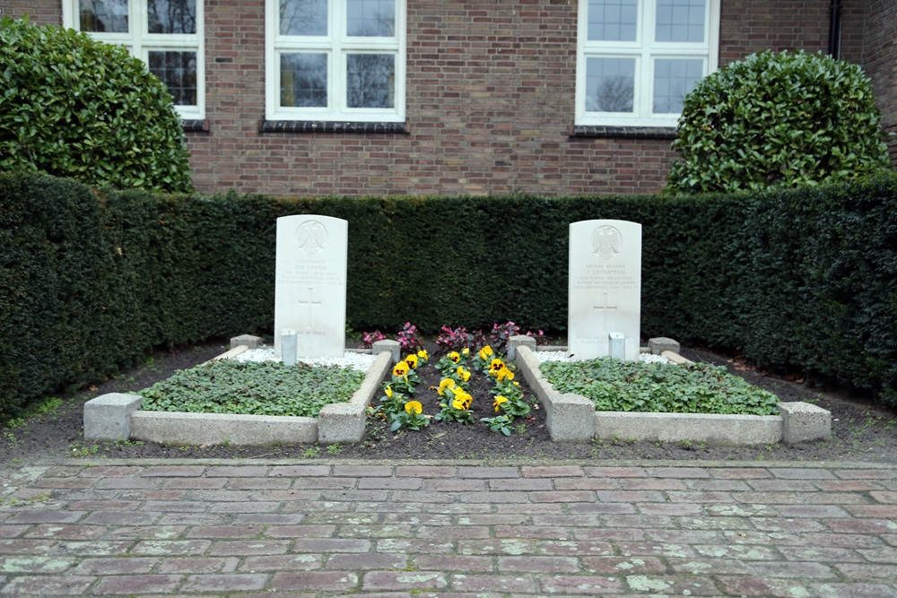 Commonwealth War Graves Churchyard Mariahout