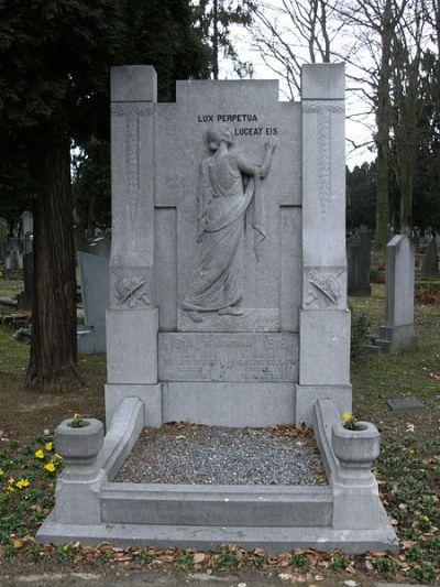 Monument Gestorven Belgische Soldaten Algemene Begraafplaats Maastricht