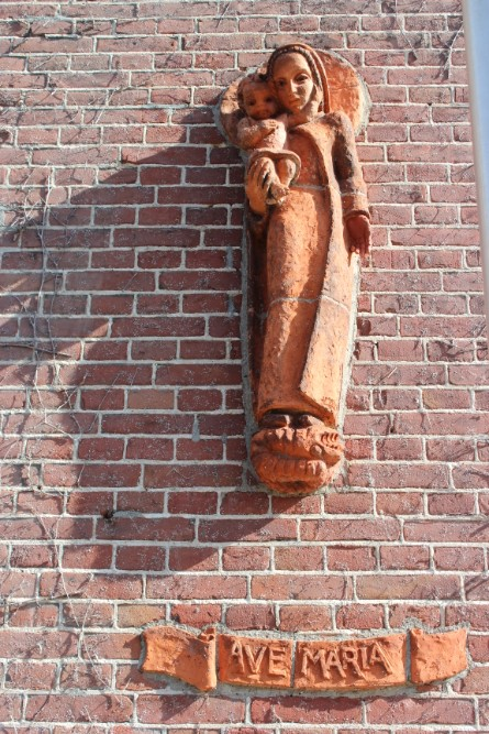 Memorial Mary & Child Boomstraat Tilburg